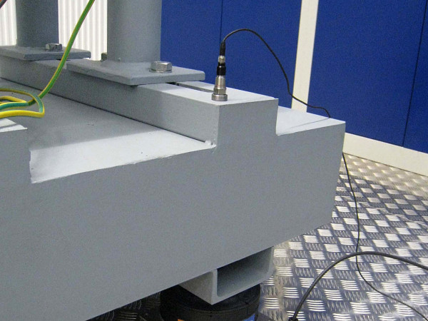 PLM - Air spring elements optimise pump test stand